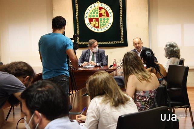 Presentación en rueda de prensa del informe sobre inserción laboral del alumnado de la UJA