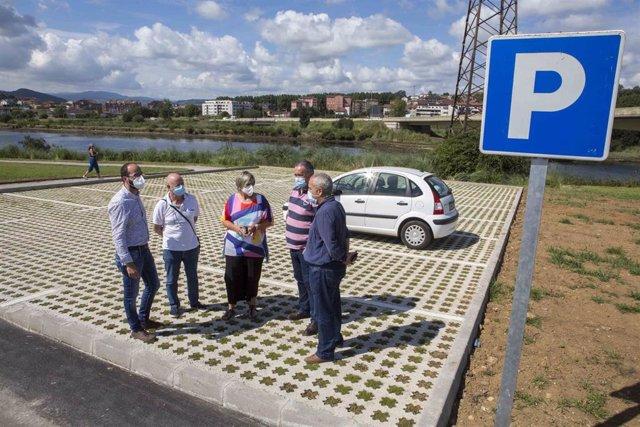 Nuevo aparcamiento junto al parque de la antigua marisma de Cacho
