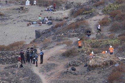 Comienza el desalojo y limpieza de los asentamientos ilegales de La Caleta, en Adeje