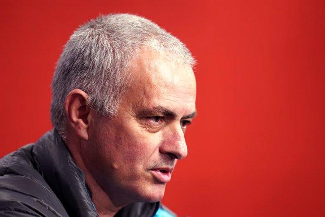 """Fútbol.- Mourinho: """"Si el City no es culpable ¿por qué paga una multa? Es una ve"""