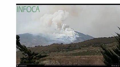 Retirados medios aéreos del incendio de Cabra del Santo Cristo (Jaén), donde se sigue trabajando por tierra