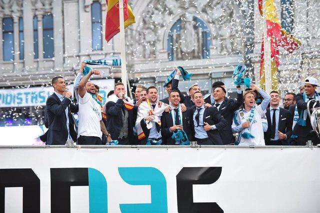 Fútbol.- El Real Madrid pide a sus aficionados que no acudan a Cibeles si ganan