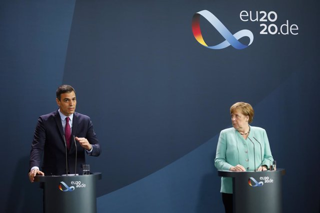 14 July 2020, Berlin: German Chancellor Angela Merkel (R) and Spanish Prime Minister Pedro Sanchez deliver a joint statement prior to their meeting at the German Chancellery. Photo: Markus Schreiber/AP POOL/dpa