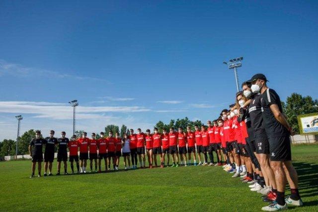 Fútbol.- La UD Logroñés presenta el himno 'pasión blanquirroja', compuesto por T