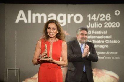 Ana Belén recoge el premio Corral de Comedias y lo brinda a los héroes del COVID