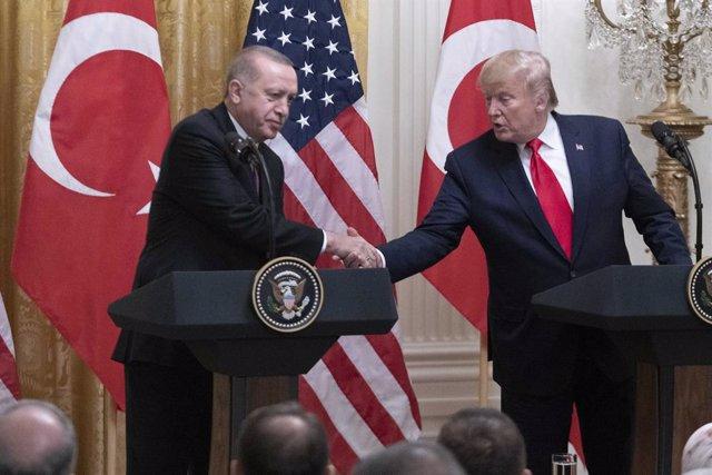 """VÍDEO: Turquía asegura que Erdogan y Trump han acordado mantener """"coordinación"""""""