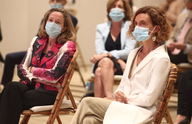 La vicepresidenta tercera del Gobierno, Nadia Calviño; y la presidenta del Congreso de los Diputados, Meritxell Batet, durante uno de los Desayunos Informativos de Europa Press, en Madrid (España) a 13 de julio de 2020.