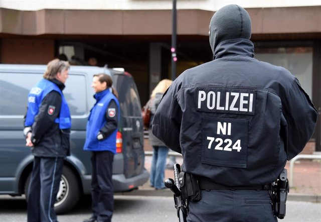 Imagen de archivo de un policía alemán en una operación