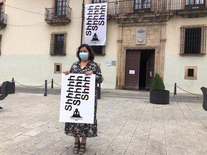 Cangas conmemora el Carmen con una lona de tres metros en el Ayuntamiento
