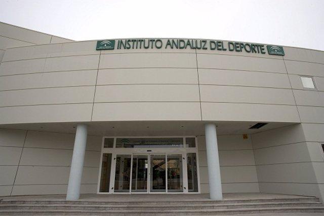 Fachada del Instituto Andaluz del Deporte (IAD) en Málaga.