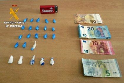 Detenido un vecino de Calamonte cuando circulaba con papelinas de cocaína y MDMA preparadas para su venta
