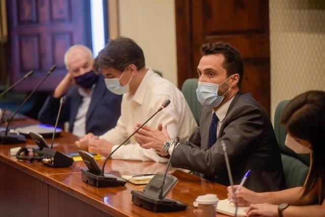 Ernest Maragall, Sergi Sabrià y Roger Torrent en la reunión del grupo de ERC en el Parlament este miércoles 15 de julio