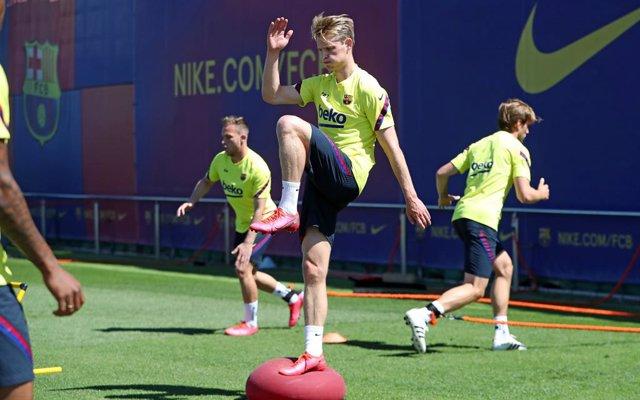 Fútbol.- De Jong y Arthur vuelven a la lista del Barcelona para recibir a Osasun
