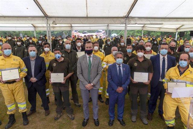 Acto de homenaje al operativo contra incendios forestales