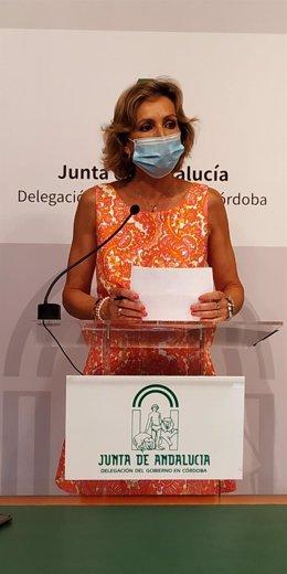 La delegada territorial de Igualdad, Políticas Sociales y Conciliación de la Junta de Andalucía en Córdoba, Inmaculada Troncoso, en rueda de prensa