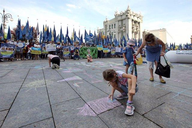 Ucrania.- El Parlamento de Ucrania convoca elecciones regionales y locales para