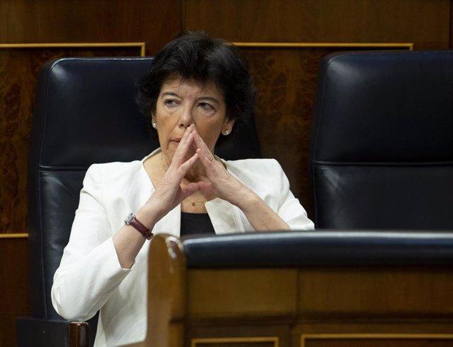La ministra de Educación, Isabel Celaá, en el Congreso durante el Pleno en que se ha discutido sobre la nueva Ley de Educación y los nuevos plazos de la Ley de Enjuiciamiento, en Madrid (España), a 17 de junio de 2020.