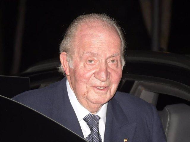 El Rey Juan Carlos I, tras acudir al tanatorio de Plácido Arango, en febrero