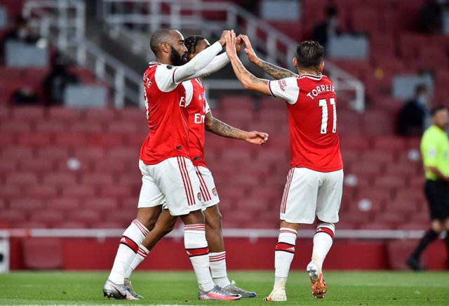 Fútbol/Premier.- (Crónica) El Arsenal deja al Liverpool sin el récord de los 100