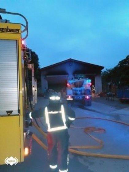 Registrado un incendio en una nave de maquinaria en Las Regueras