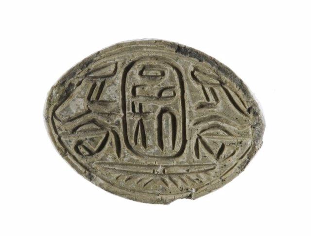 Selle el amuleto con el nombre del faraón hicso Apophis