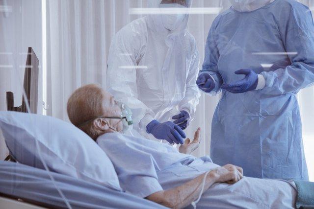 Paciente covid ingresado en un centro sanitario.
