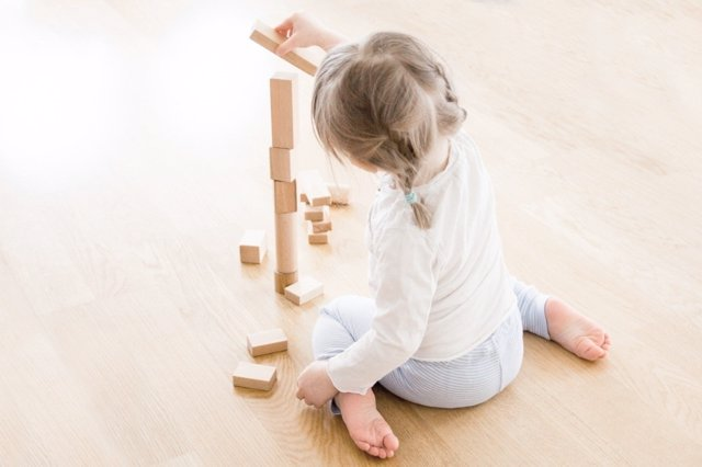Cada bebé lleva su propio ritmo de desarrollo: los hitos por edad son solo referencias
