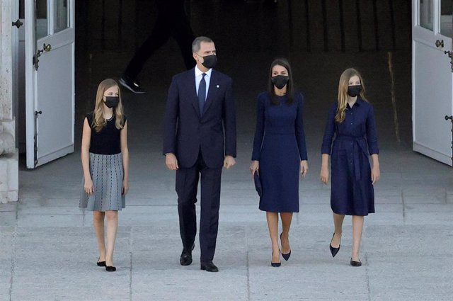 La princesa Leonor, el Rey Felipe VI, la Reina Letizia y la infanta Leonor llegan a la Plaza de la Armería del Palacio Real, donde celebra este jueves el homenaje de Estado a las víctimas de la pandemia.  En Madrid (España), a 16 de julio de 2020.
