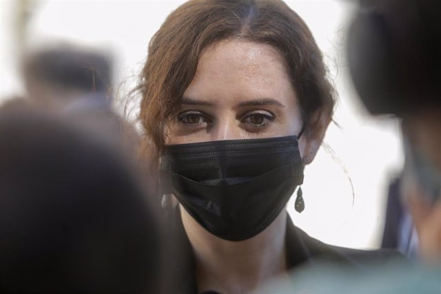 La presidenta de la Comunidad de Madrid, Isabel Díaz Ayuso, ofrece declaraciones tras la ceremonia de Estado para homenajear a las víctimas de la pandemia de Covid-19, celebrada en el Palacio Real de Madrid (España), a 16 de julio de 2020.