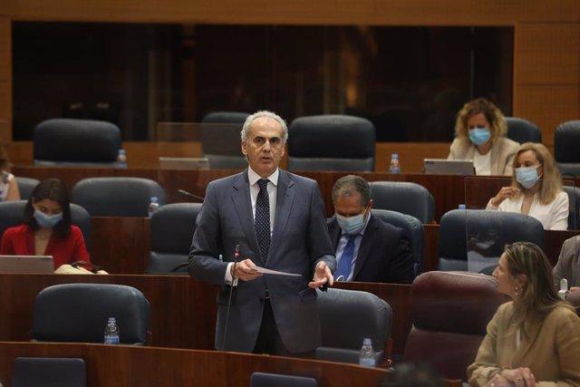 El consejero de Sanidad de la Comunidad de Madrid, Enrique Ruiz Escudero, en la Asamblea de Madrid durante la sesión de control al Gobierno en la Asamblea.