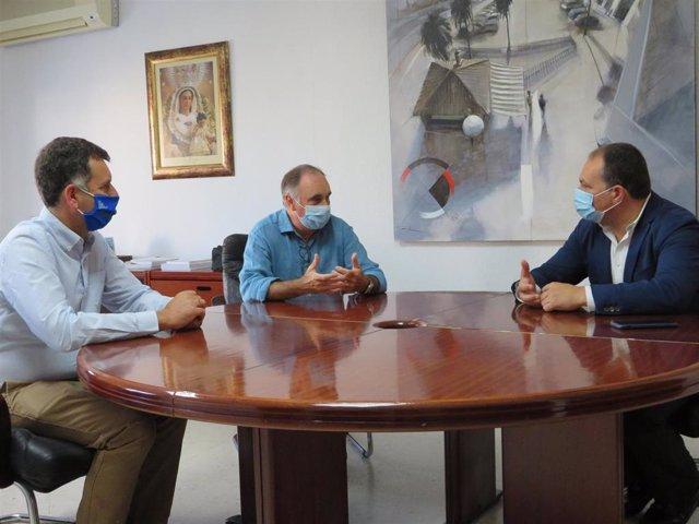 El delegado territorial de Empleo, Formación, Trabajo Autónomo, Economía, Conocimiento, Empresas y Universidad en Huelva, Antonio Augustín,  en Aljaraque.