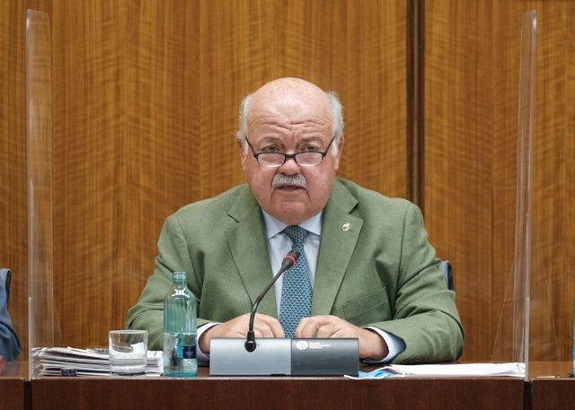 El consejero de Salud y Familias, Jesús Aguirre, comparece en comisión parlamentaria.