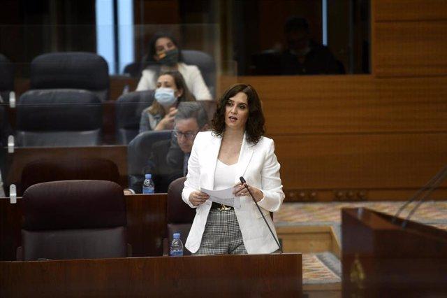 La presidenta de la Comunidad de Madrid, Isabel Díaz Ayuso, responde a una pregunta durante una sesión de control al Gobierno en la Asamblea de Madrid (España), a 9 de julio de 2020. Entre otras cuestiones, el pleno debate una iniciativa de Vox para que A