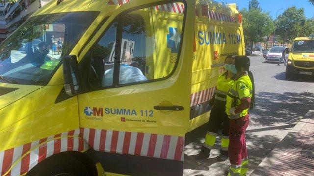 Ambulancia del Summa en el lugar del accidente