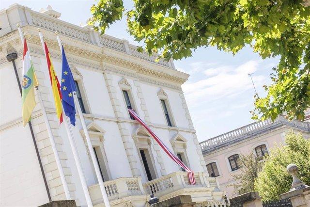 Bandera de la UDL en el Palacio de Gobierno de La Rioja