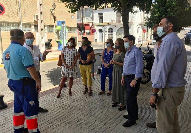 La secretaria general del PSOE de Sevilla, Verónica Pérez, y el alcalde de San Juan de Aznalfarache, Fernando Zamora, visitan el centro de salud Nuestra Señora de la Paz