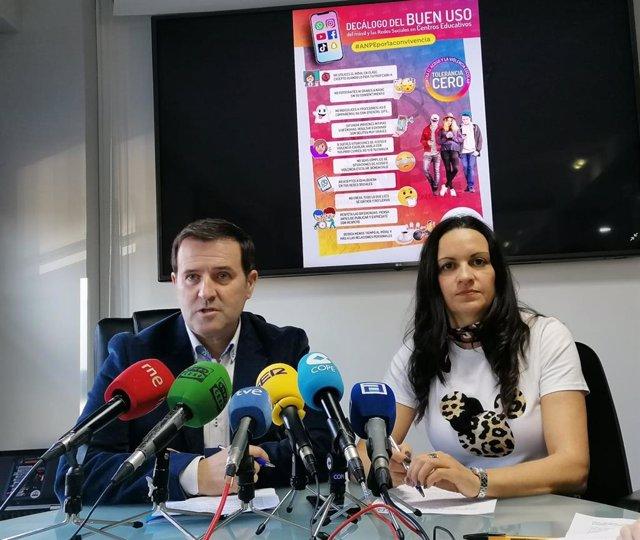 Gumersindo Rodríguez y Montserrat Fernández en la sede de ANPE.