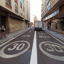 Nueva señalización de carriles en la calle López Gómez.