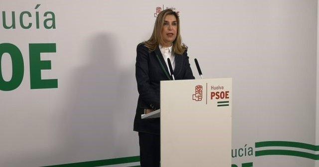 La parlamentaria socialista onubense Manuela Serrano en rueda de prensa.