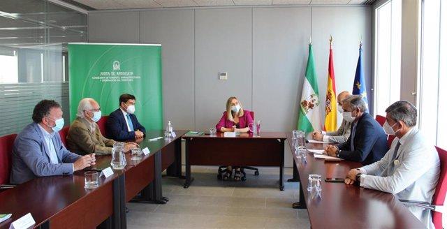 La Junta firma un protocolo de colaboración con los fabricantes de cemento y el IECA.