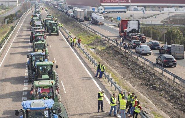 Imagen de archivo de las protestas de tractores en la A-4 en Jaén.