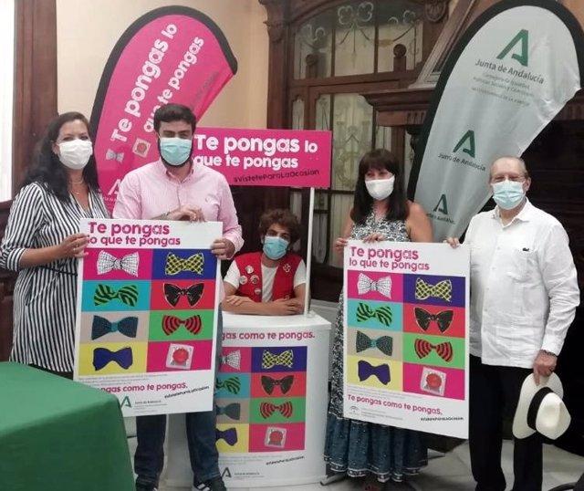 Presentación en Huelva de la campaña de prevención sexual entre jóvenes denominada 'Te pongas lo que te pongas, vístete para la ocasión'.