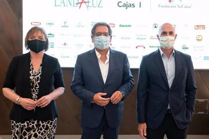 La iniciativa solidaria de Fundación Cajasol y Landaluz de donación de alimentos suma a la Fundación La Caixa
