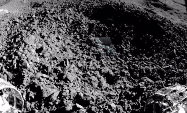 Extraño material hallado en un cráter lunar por el rover chino Yutu 2