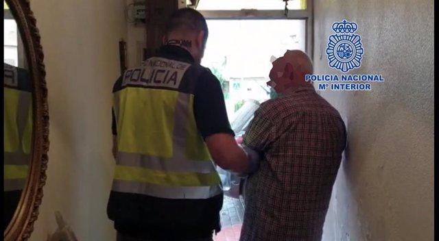 """: Nota Prensa: """" La Policía Nacional Ha Detenido Dos Hombres Que Engañaban A Mujeres En Situación Irregular """""""