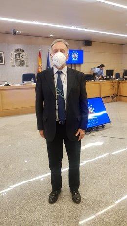Miguel Bernad, con mascarilla en el juicio oral contra Ausbanc.