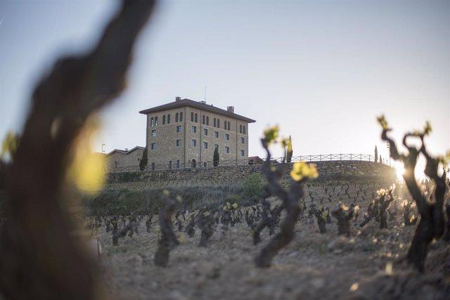 """Hacienda López de Haro da la bienvenida, de nuevo, """"al viajero del vino"""""""