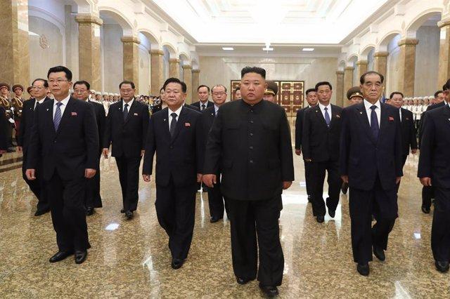 Corea.- Kim Jong Un estudia con su cúpula militar de Gobierno nuevas medidas de