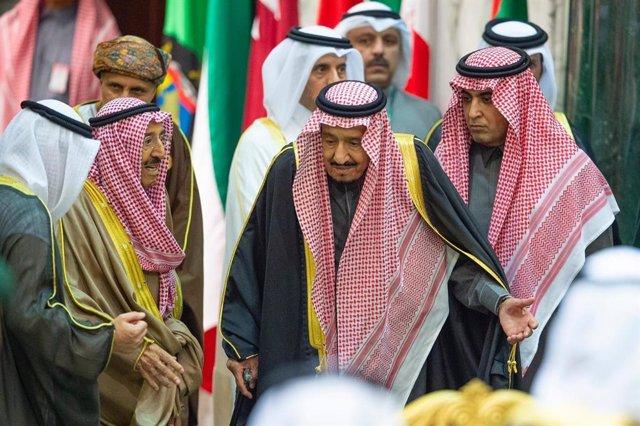 """Kuwait.- El emir de Kuwait se somete a una """"exitosa"""" operación quirúrgica"""