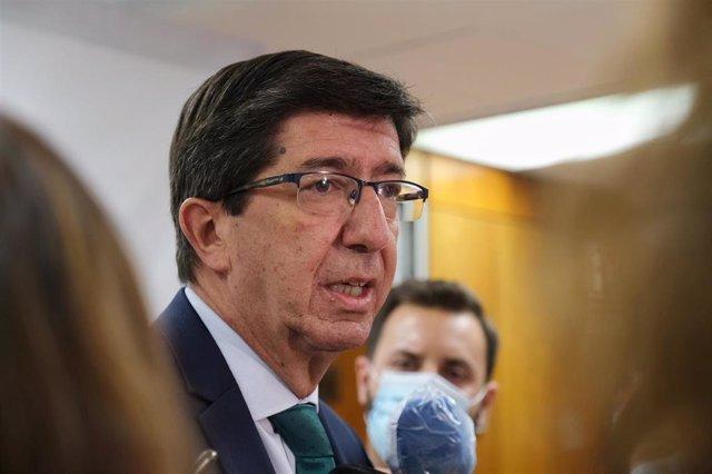 El vicepresidente de la Junta y consejero de Turismo, Juan Marín, atiende a los medios, en una imagen de archivo.